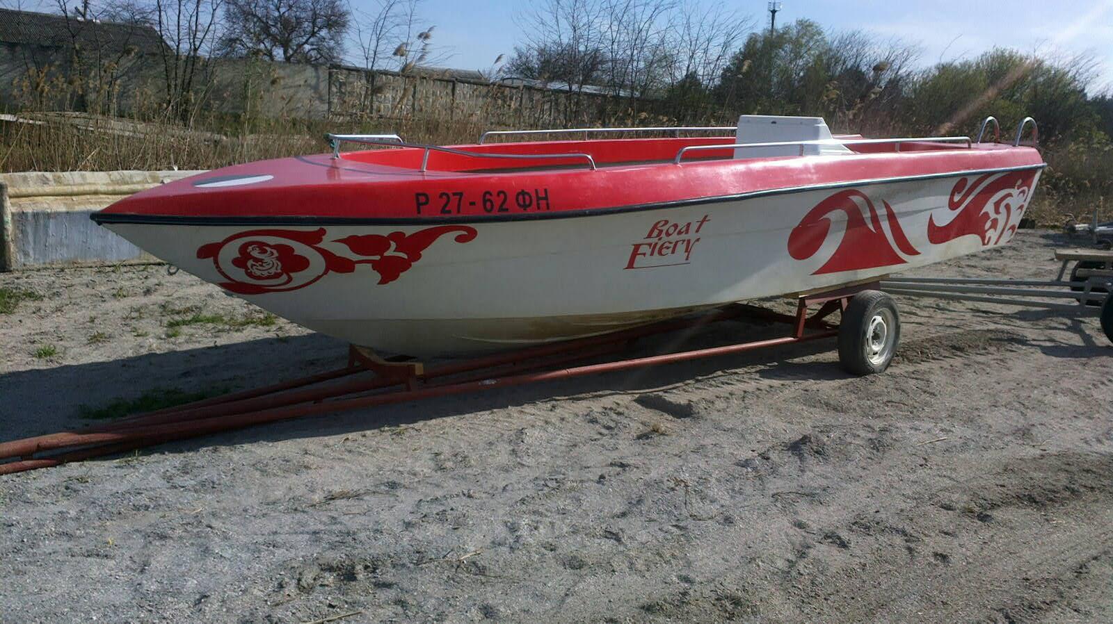 """Транец рассчитан на лодочный мотор до 250л.с.  Установлен бак на 280л.  Моторная лодка  """"Касатка-640 """"."""